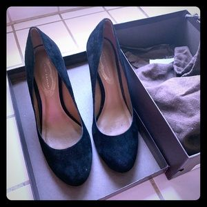 Elite Tahari Bretta Pumps